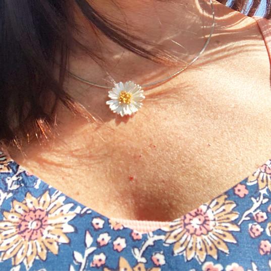 sue daisy necklace.JPG