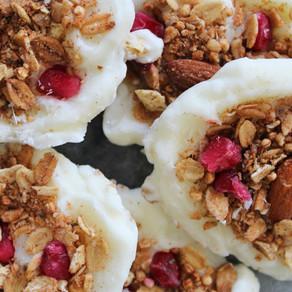Yoghurt flikken met granola en granaatappel