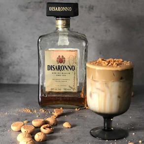 Dalgona koffie met Amaretto en ameretinni-crunch