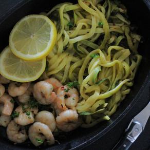 Citroen-knoflookgarnalen met courgette noodles