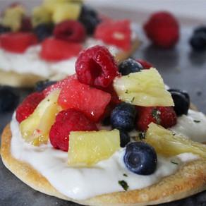 Pizza met mascarpone en fruit
