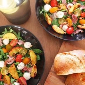 Perzik salade met mozzarella en rauwe ham