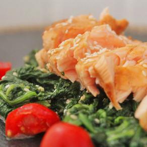 Oosterse spinazie met zalmfilet