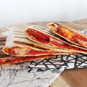 Quesadilla met salami en kaas