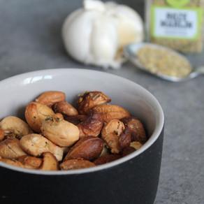 Cashewnootjes met knoflook en rozemarijn