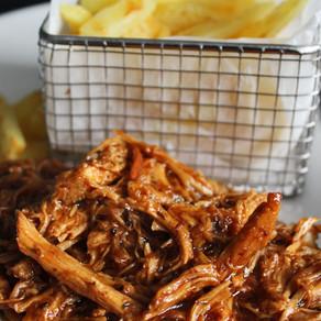 BBQ chicken met frietjes