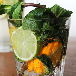 Fruitwater met munt, limoen en sinaasappel
