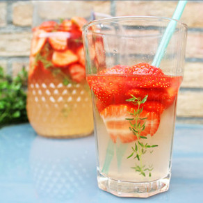 Aardbeien-tijm limonade