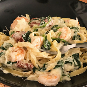 Tagliatelle met garnalen en spinazie in roomsaus