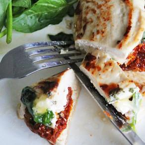 Gevulde kipfilet met zongedroogde tomaatjes, spinazie en kaas