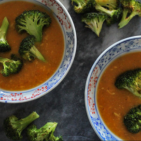 Zoete aardappelsoep met kaas en broccoli
