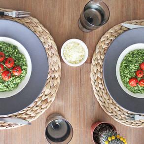 Risotto met spinazie-basilicumpesto en Cherrytomaatjes