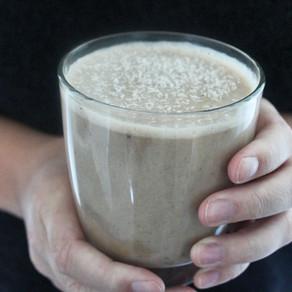 Koffie smoothie met banaan en cacao (met sojamelk)