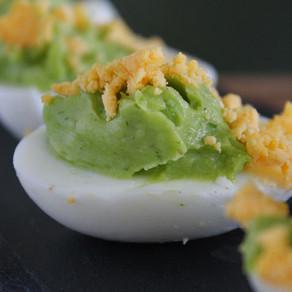 Gevulde eieren met basilicum-avocado
