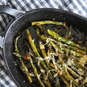 Gegrilde asperges tips met balsamico, parmezaan en zeezout
