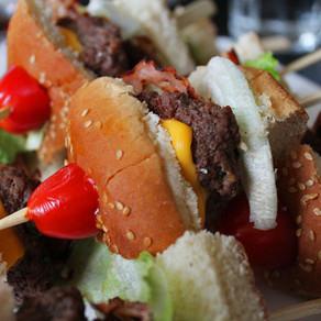Hamburgers op een stokje