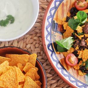 Nachosalade met avocado-yoghurtdressing