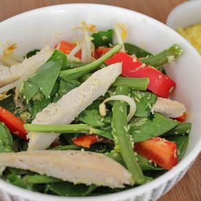 Zomerse salade met kip en kokos
