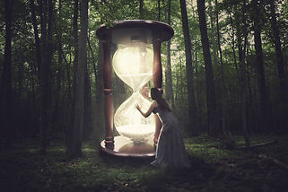 a-woman-finds-a-huge-hourglass-in-the-fo