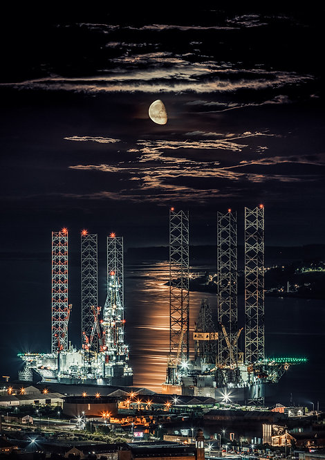 Dundee Rigs & Moon