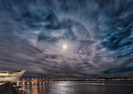Moon Halo over the Tay