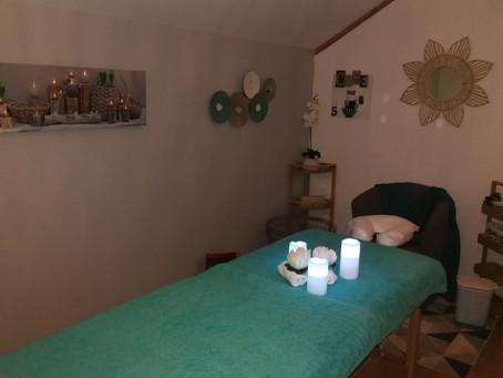 Découvrez l'univers du salon de massage avec son ambiance tamisée