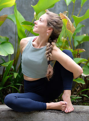 yoga teacher elise hamilton