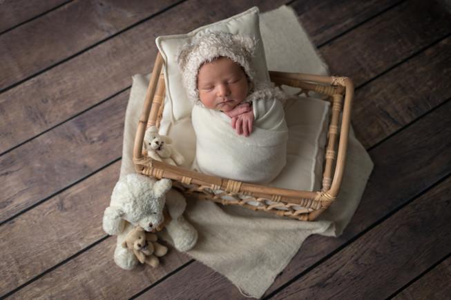 Newborn_Georges-20-7217.jpg