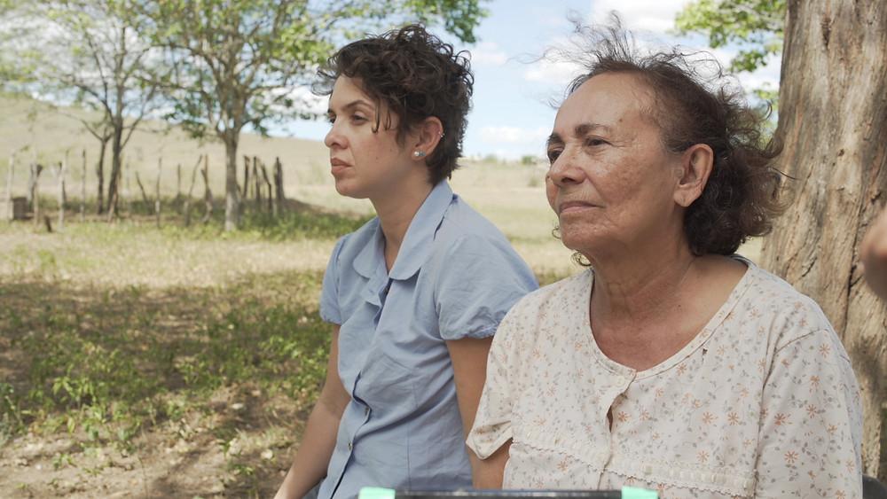 Cely Farias e Zezita Matos em cena do curta-metragem Remoinho (2020), de Tiago A. Neves | Foto: Divulgação (Festival de Gramado)