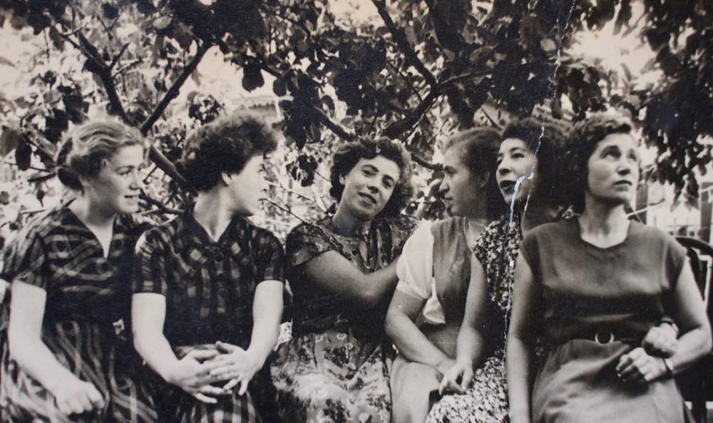 Foto da mãe, ao centro e das tias de Aliona van der Horst, no documentário Amor É Batatas (2017)   Foto: Divulgação (Festival É Tudo Verdade)