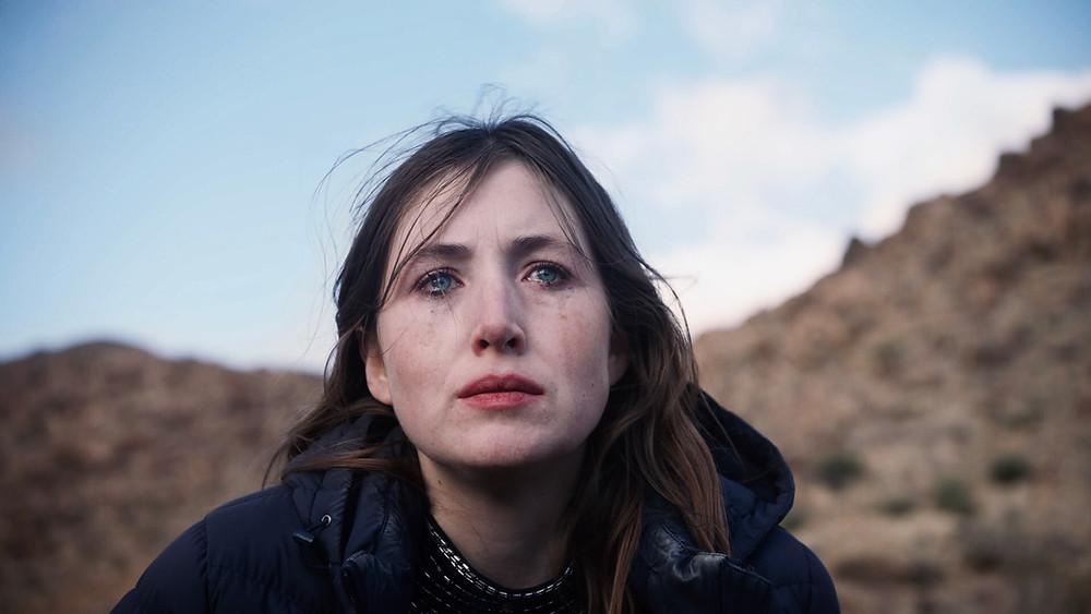Kate Lyn Sheil em cena do filme norte-americano Vou Morrer Amanhã (She Dies Tomorrow, 2020), de Amy Seimetz | Foto: Divulgação (Synapse Distribution)