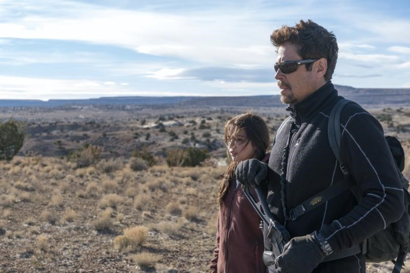 Isabela Moner e Benicio del Toro em Sicário: Dia do Soldado (2018) | Foto: Divulgação (Sony Pictures)