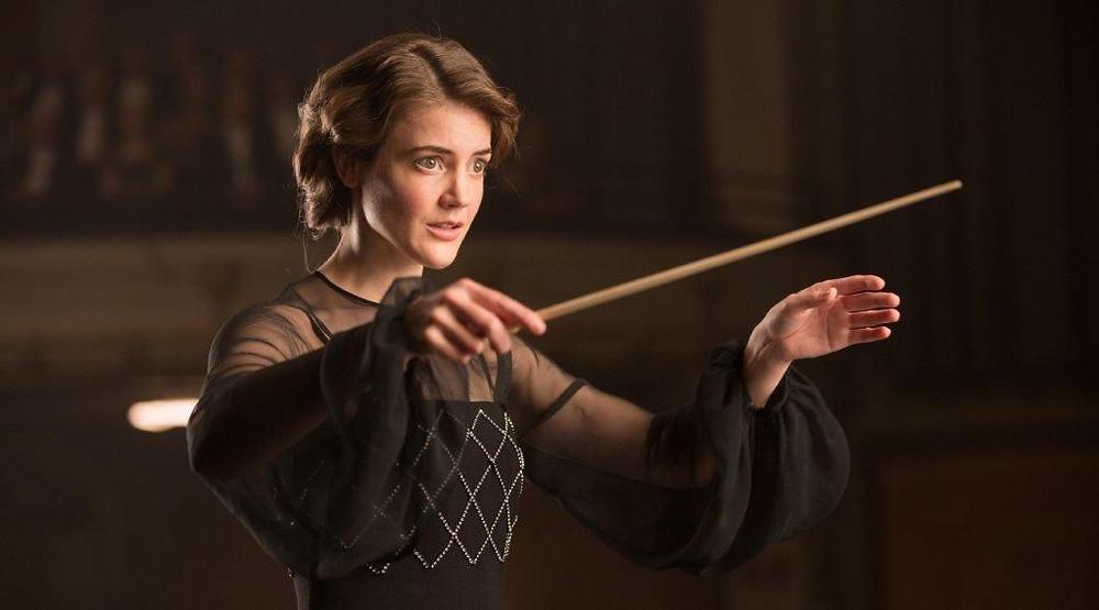 Christanne de Bruijn como Antonia Brico no filme holandês Antonia – Uma Sinfonia (De Dirigent, 2018) | Foto: Divulgação