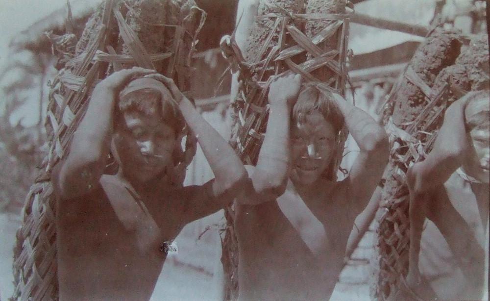 Indígenas escravizados pela Companhia Amazônica Peruana em imagem do documentário nacional Segredos do Putumayo (2020), de Aurélio Michiles | Foto: Divulgação (Festival É Tudo Verdade)
