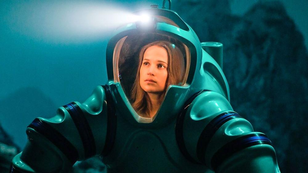 Alicia Vikander em cena no romance dramático Submersão (2017) | Foto: Divulgação (Califórnia Filmes)