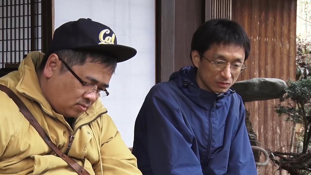 Atsushi Sakahara e Akira em cena do documentário japonês Eu e o Líder da Seita (Aganai / Me and the Cult Leader - A Modern Report on the Banality of Evil, 2020), dirigido pelo primeiro | Foto: Divulgação (É Tudo Verdade)