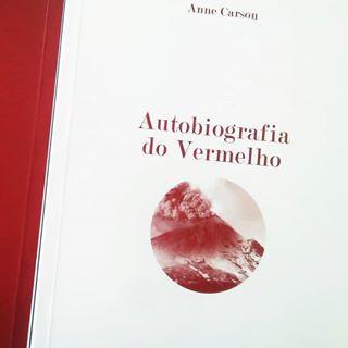 Capa da edição portuguesa do livro Autobiografia do Vermelho (1998), de Anne Carson