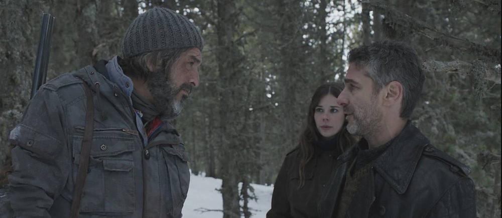 Ricardo Darín, Laia Costa e Leonardo Sbaraglia em cena do filme Neve Negra (Nieve Negra, 2017) | Foto: Divulgação (Paris Filmes)