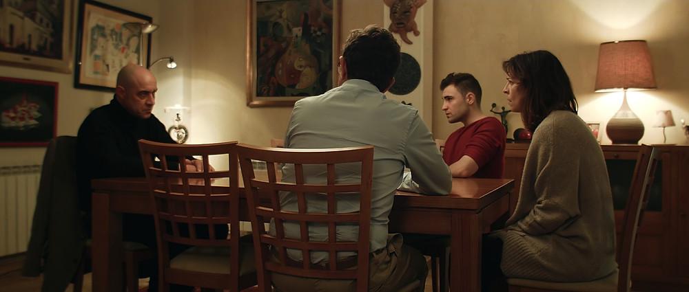 Ramiro Blas, Ignacio Fernández, Pedro Casablanc e Elisabet Gelabert em cena do filme espanhol O Enigma da Rosa (2017)   Foto: Divulgação (Elite Filmes)
