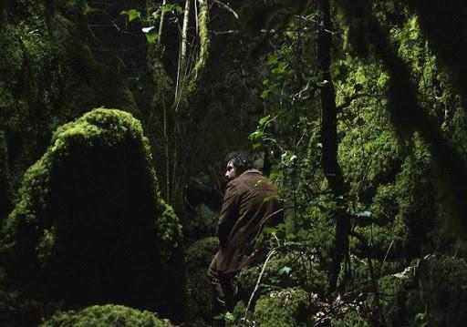 Misha Bies Golas em cena do filme espanhol Longa Noite (2019), exemplar do novo cinema galego de Eloy Enciso | Foto: Divulgação