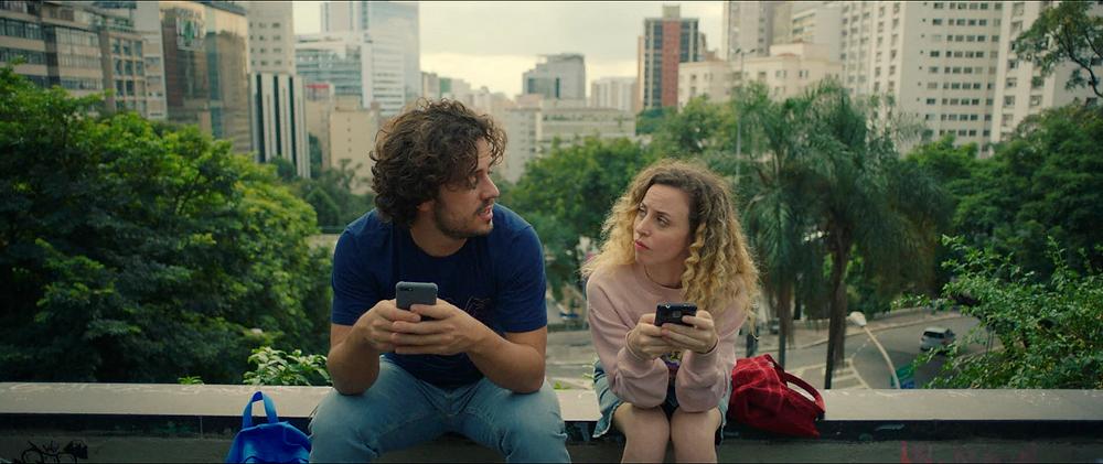Victor Mendes e Mayara Constantino em cena do filme brasileiro Música para Morrer de Amor (2019), de Rafael Gomes | Foto: Divulgação (Lacuna Filmes / Vitrine Filmes)