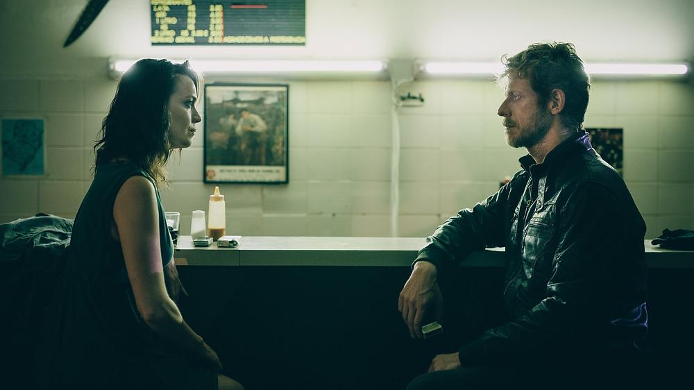 Simone Iliescu e Felipe Kannenberg em cena do filme paranaense Leste Oeste (2016) | Foto: Divulgação (Kinopus)