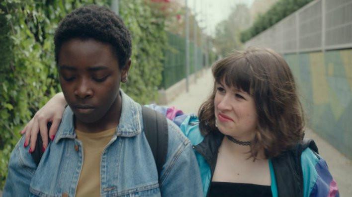 Rimé Kopoború e Laia Capdevila em cena do curta-metragem espanhol / catalão Panteras (2020), de Erika Sánchez | Foto: Divulgação (Olhar de Cinema)