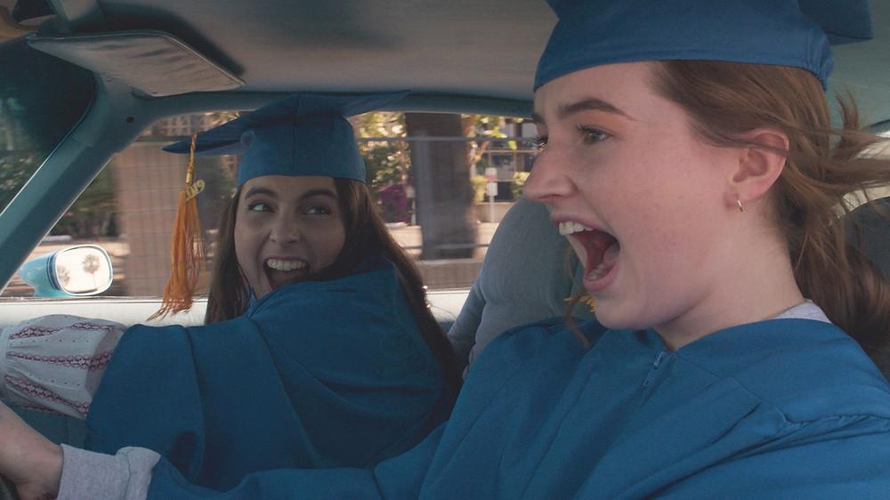 Beanie Feldstein e Kaitlyn Dever em cena do filme Fora de Série (2019), de Olivia Wilde   Foto: Divulgação