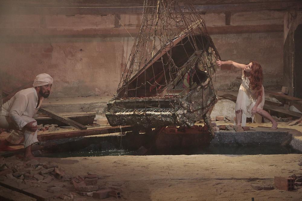 Luciano Botelho e Gabriela Geluda em cena da ópera cinemática Liquid Voices – A História de Mathilda Segalescu (2019) | Foto: Divulgação (Bretz Filmes)