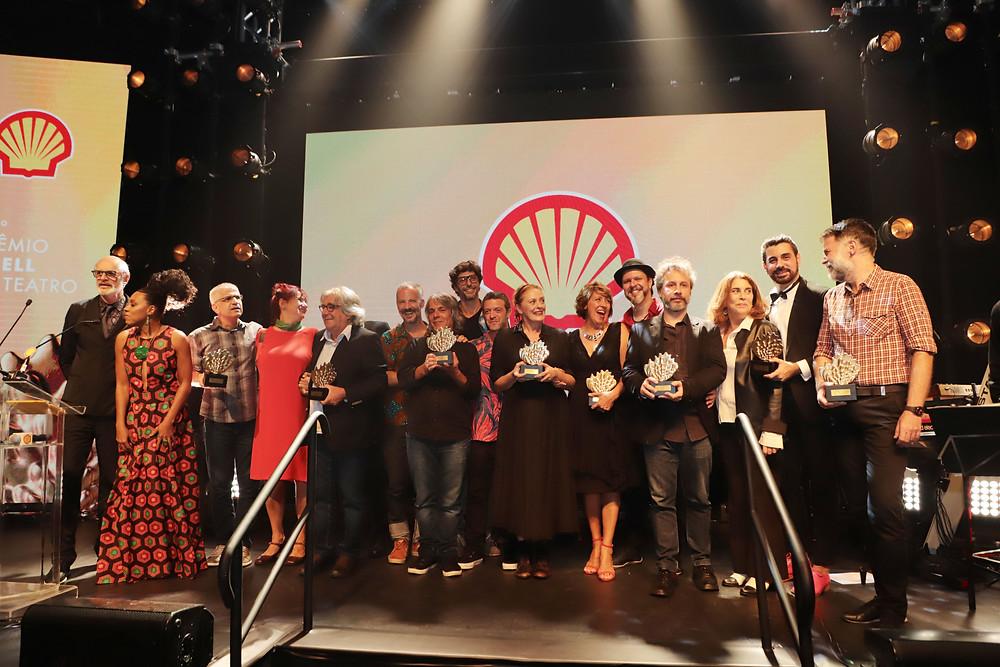 Foto dos vencedores e apresentadores da edição paulistana do 31º Prêmio Shell de Teatro, realizado em São Paulo nesta terça (19) | Foto: Divulgação (Prêmio Shell de Teatro)