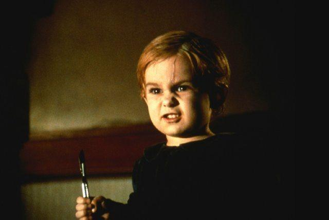 Cena do terror Cemitério Maldito (1989), o original de Mary Lambert