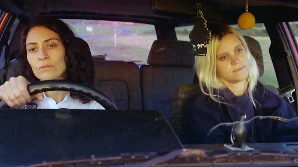 Mira Eklund e Bianca Cruzeiro em cena do filme sueco O Vento Sopra Onde Quer (2017) | Foto: Divulgação (Mostra SP)