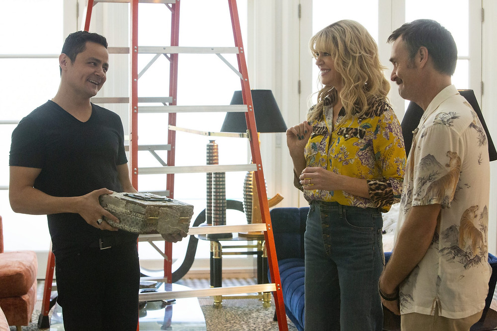 Arturo Castro, Kaitlin Olson e Will Forte em cena da série de comédia Flipped (2020) | Foto: Divulgação (Quibi)