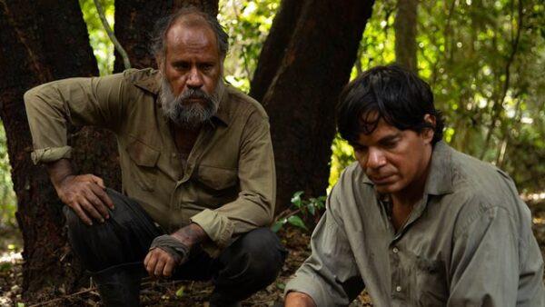 Ever Enciso e Aníbal Ortiz em cena do filme paraguaio Matar a un Muerto (2019), de Hugo Giménez | Foto: Divulgação